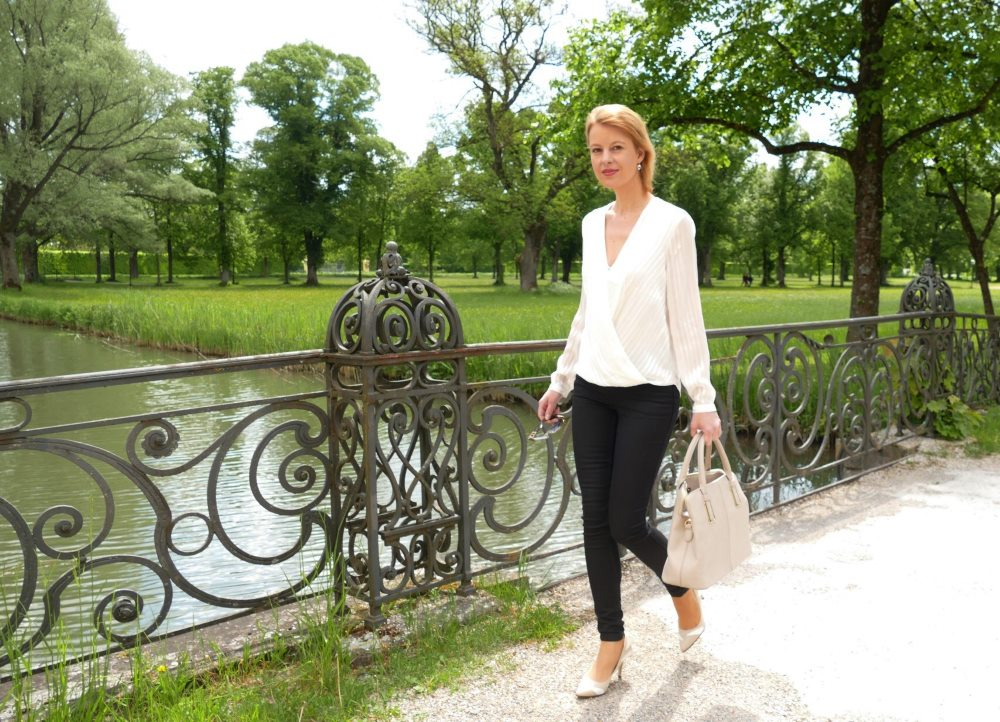 Sommer Outfit mit Bluse und Skinny Jeans