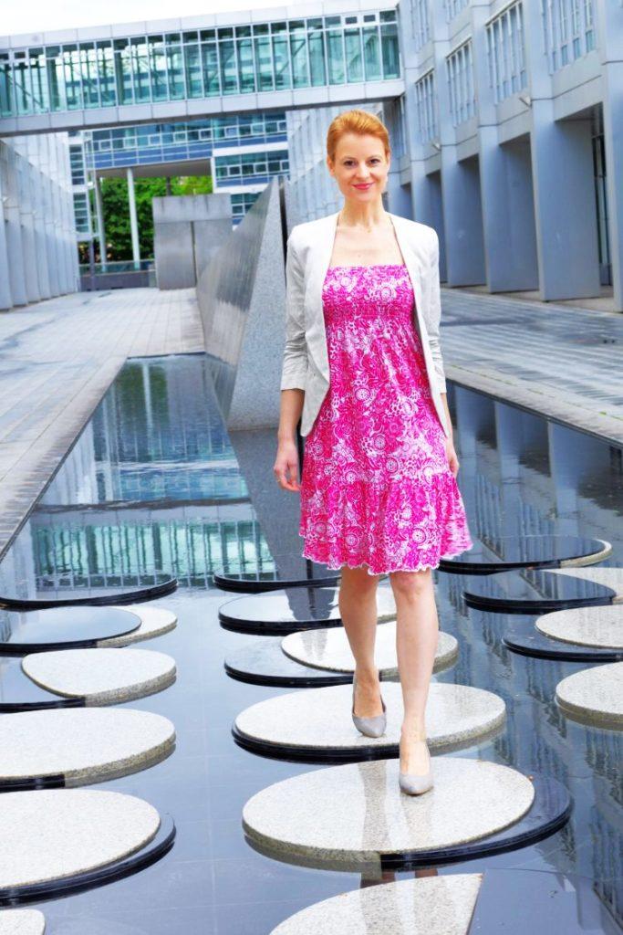 Kleid in Pink kombiniert mit Blazer