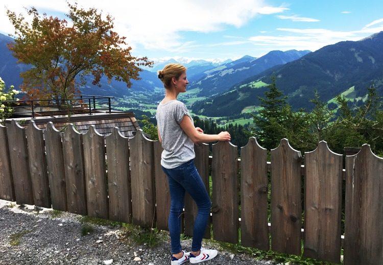 Blick über Kitzbühel auf dem Weg zu Rosi's Sonnbergstuben