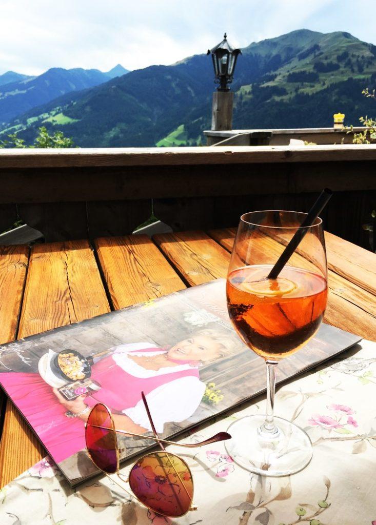 Rosi's Alm in Kitzbühel, Terrasse mit Bergpanorama