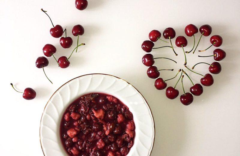 Sommerliche Fruchtsuppe mit Kluetern