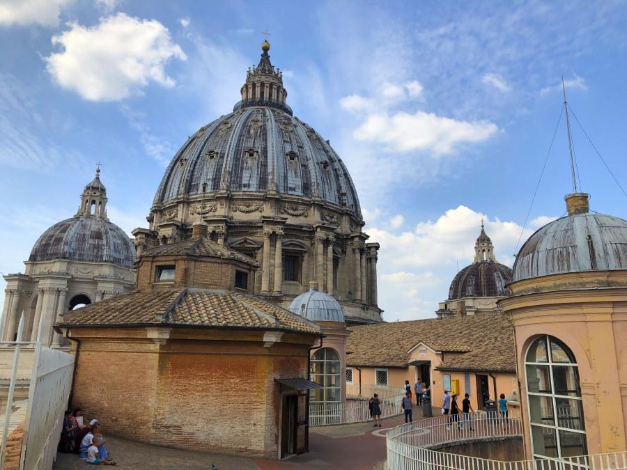 Auf der Plattform der Kuppel des Petersdoms