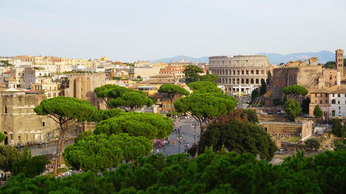 Blick vom Monumento Vittorio Emanuele II über Rom